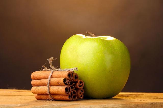 تخلصي من دهون البطن بوصفة الليمون ومشروب التفاح