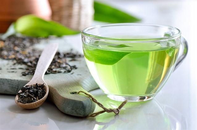 وصفة زيت شجرة الشاي وزيت اللوز لتفتيح الرقبة