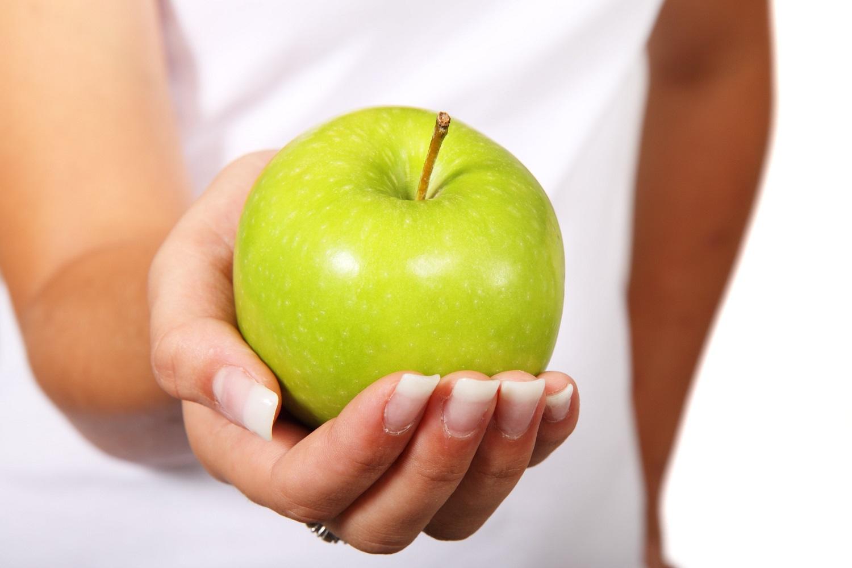 يحتوي رجيم اللوز والتمر والحليب والقرفة على الكثير من العناصر التي لا تساعد على نسف الدهون فقط بل تعمل على حماية الجسم من الامراض ومن تأثير العوامل الخارجية.   اللوز