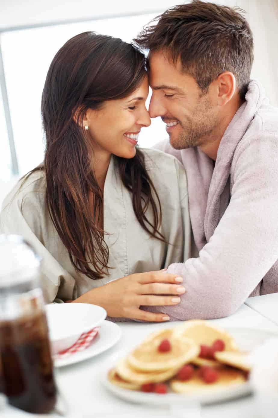 العلاقة الحميمة والمدة المثالية التي يجب ان تفصلها عن الوجبات