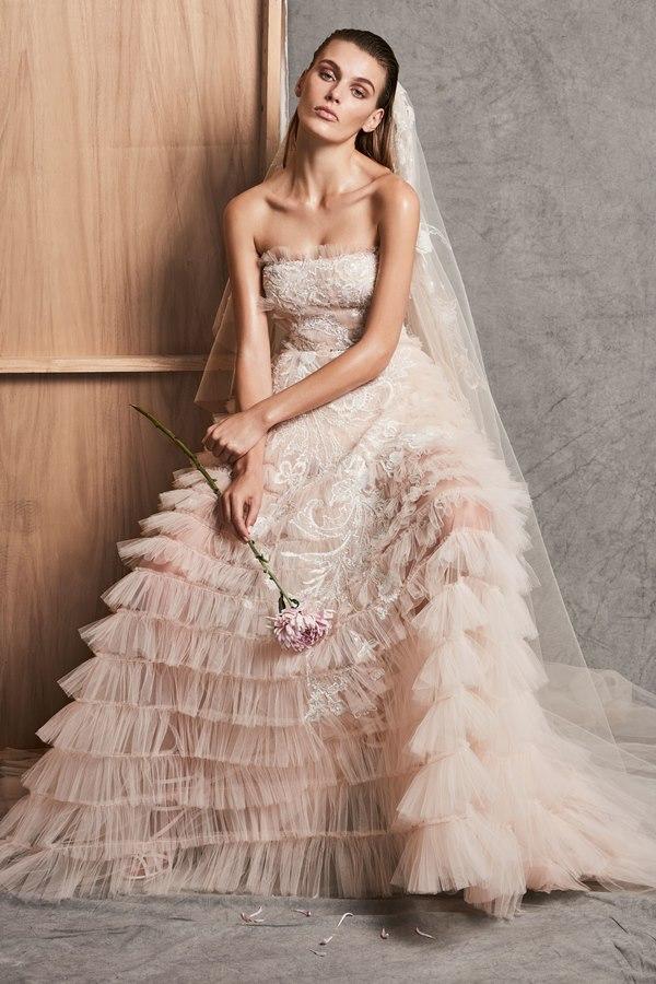 0ed1b03ee7169 فستان زفاف مزين بأجمل خامات الكشكش من زهير مراد لخريف 2018