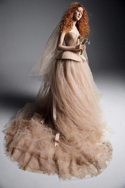 عروس عيون مصر-فساتين اعراس ملونة
