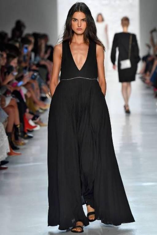 a406b76dd7a3b فستان سهرة باللون الأسود بتصميم مميز من نون باي نور لربيع وصيف 2018