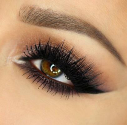 516f02e0bfac3 بالفيديو وبالخطوات  طرق لوضع مكياج عيون بحسب شكل العين