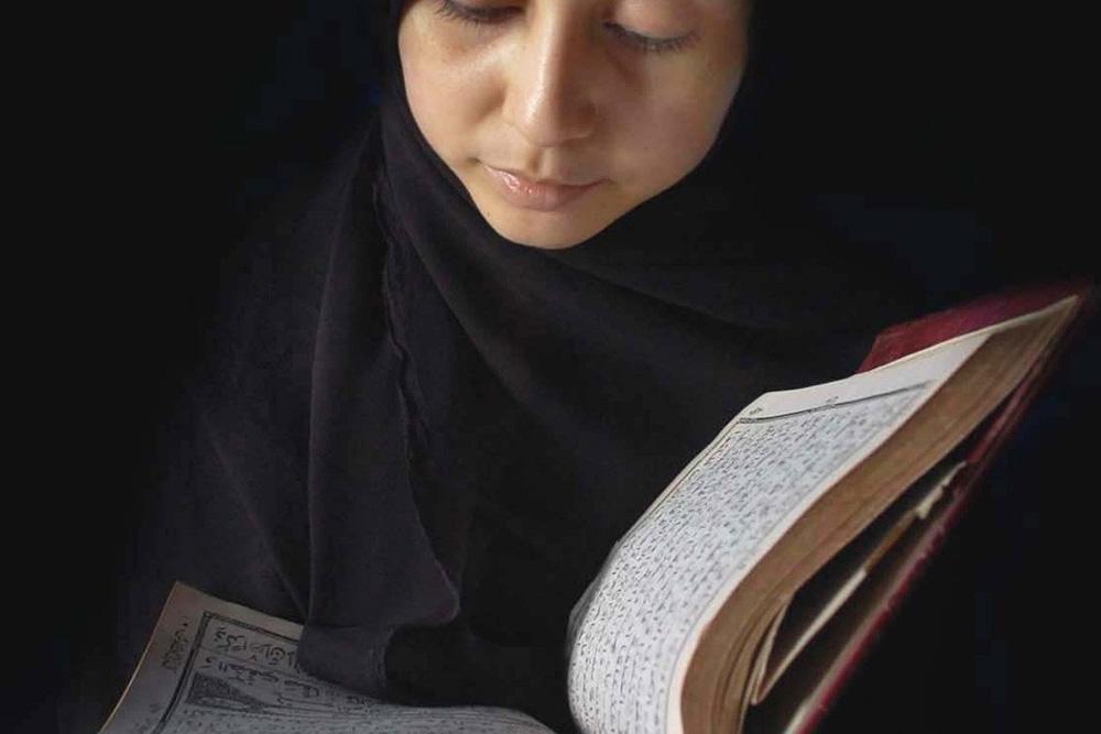 فتاوي رمضان هل يجوز قراءة القرآن للحائض مجلة الجميلة