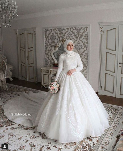 1dee389012037 كما أن فساتين الدانتيل المنفوشة تمنح العروس إطلالة رومانسية ناعمة، ويمكن أن  يكونا لفستان مغطى بالكامل بالدانتيل، أو أن يكون الجزء العلوي من الدانتيل مع  ...