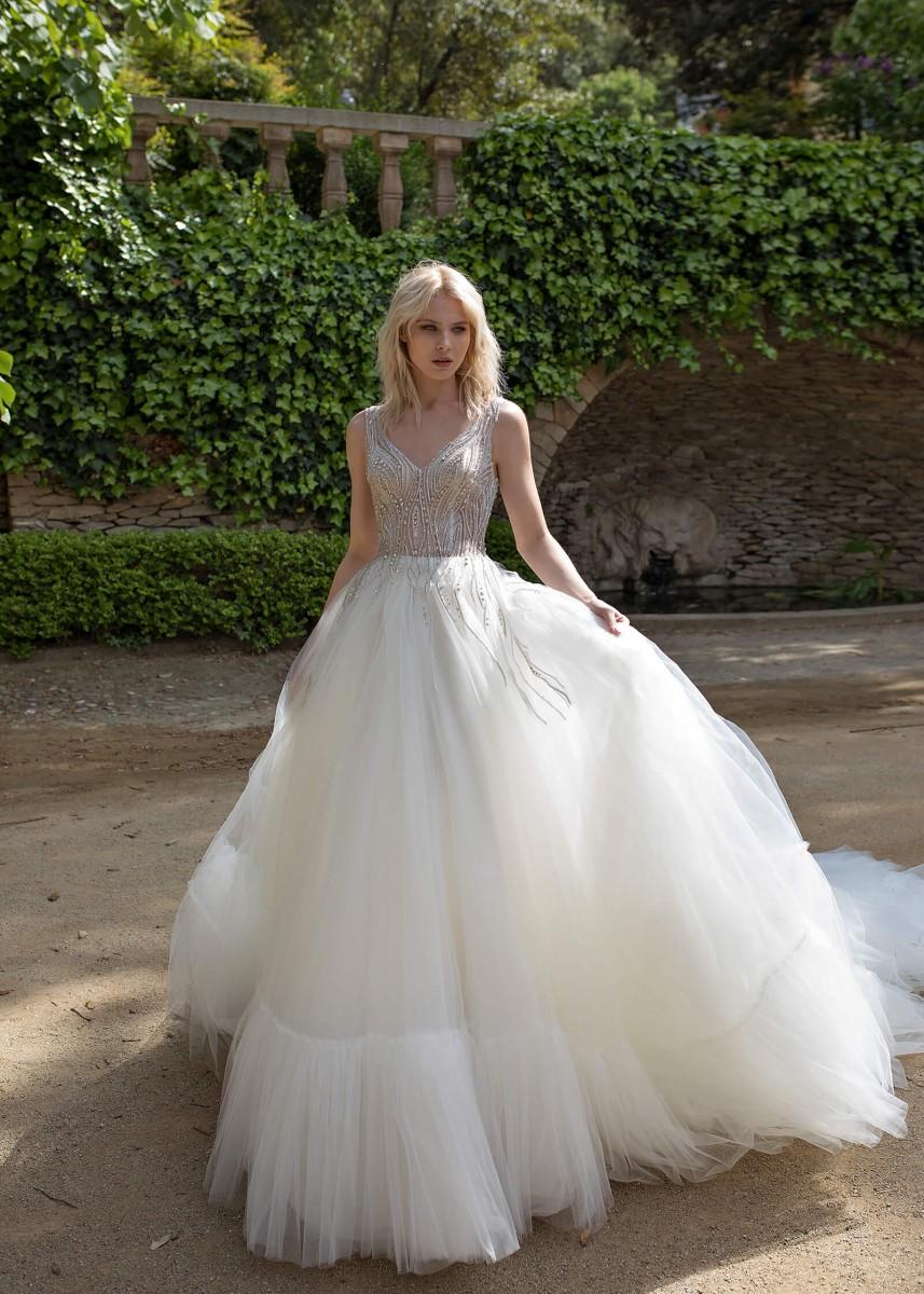 9c74f69544b04 Dovita. من الماركات التي تقدم فساتين زفاف ...