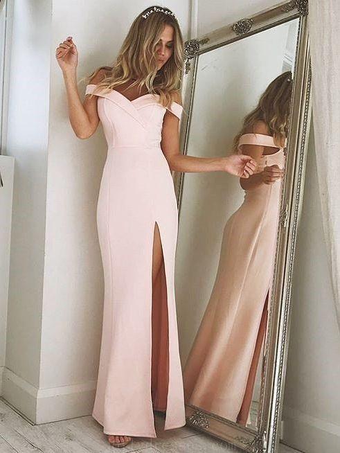 e272e0eb9 ... صيحات فساتين السهرة لكي يتألقن بها في المناسبات المختلفة، وكان من بين  صيحات موضة فساتين السهرة المتعددة لصيف 2018، الفستان الوردي ذو القصات  الناعمة.