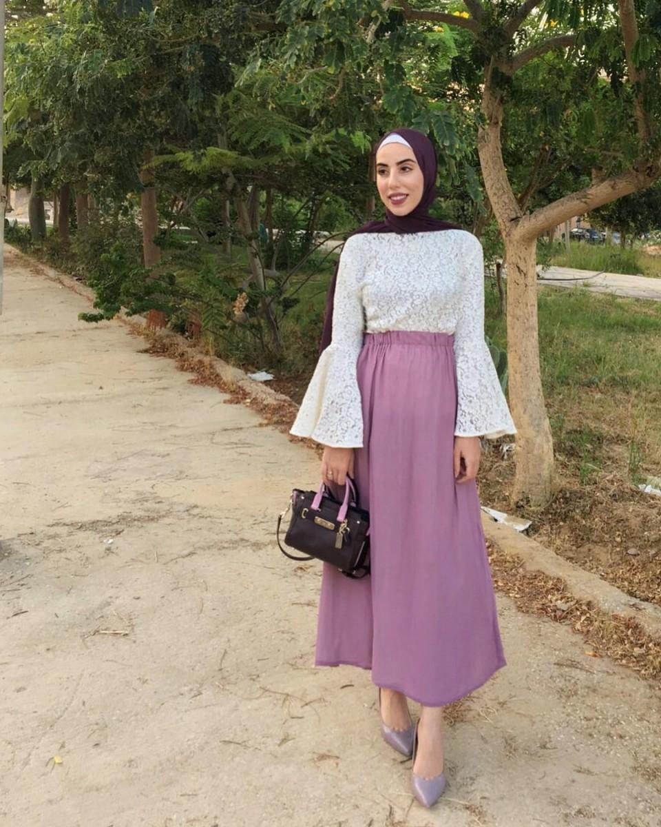 e1e590c68199f تعلمي طرق تنسيق ملابس محجبات مع سكارف احادي اللون بأسلوب مدونات ...