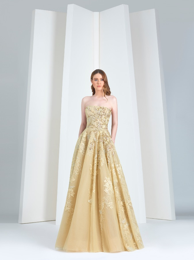 1c8fe192ae799 ولكن بعد أن أصبح صيحة رائجة في عالم الموضة، وخاصة فساتين السهرة التي يقدمها  أشهر المصممين، استعاد اللون الأصفر مكانته من جديد.