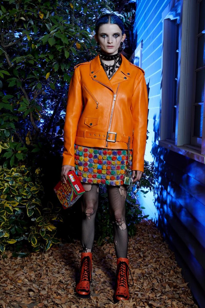 موضة اللون البرتقالي تهيمن على أزياء كروز 2020 وطرق تنسيقها