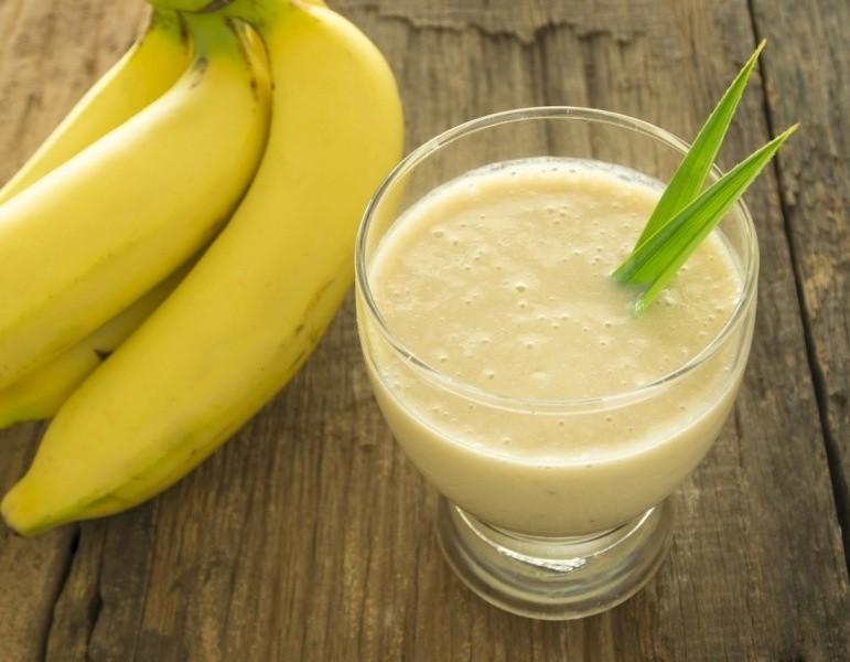 يمكنك تناول قشر الموز على شكل سموثي في الصباح