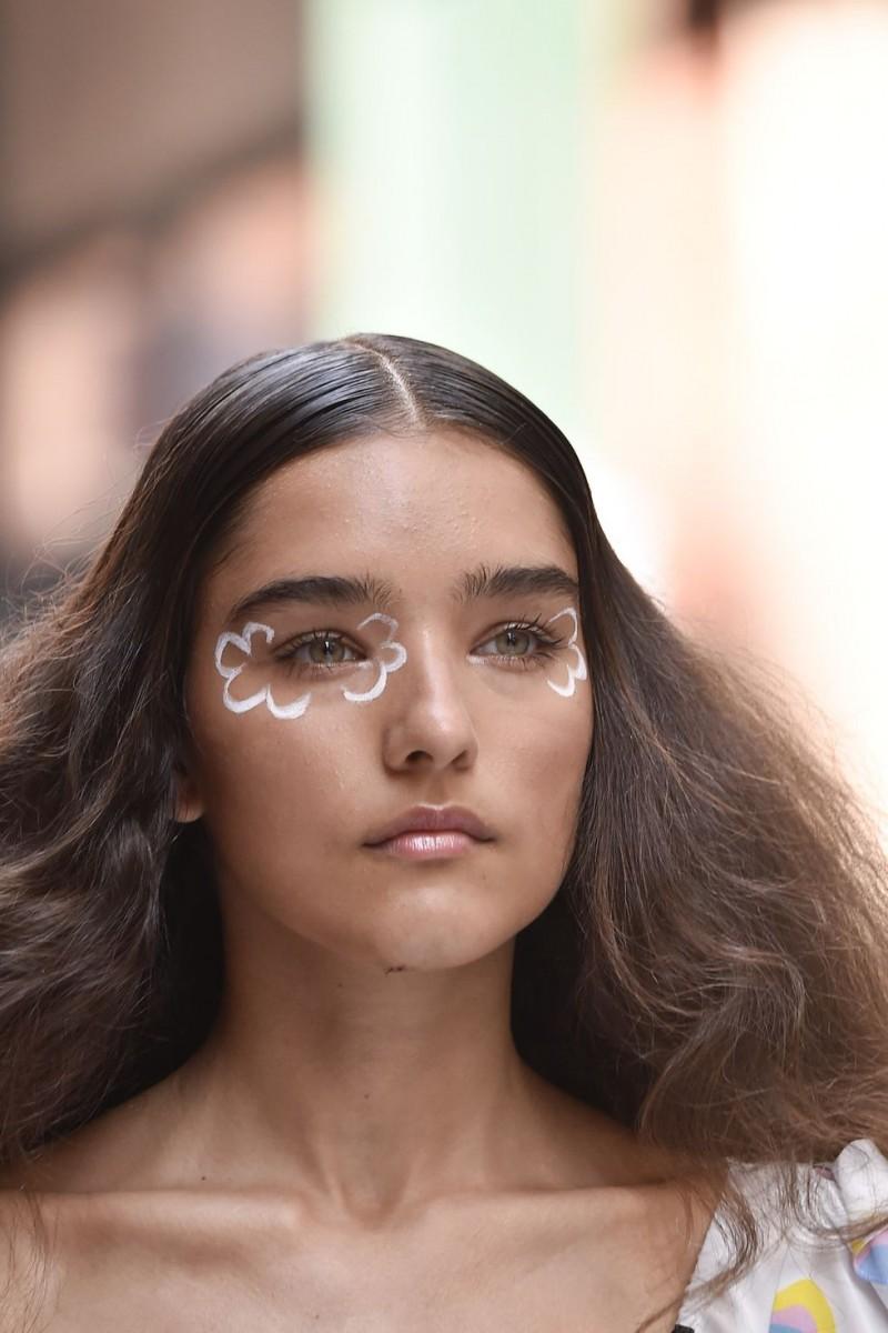 مكياج عيون جليتر آخر صيحات 2020
