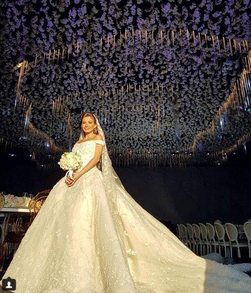 468c66dfc8eb4 تفضل عرايس لبنان فساتين الزفاف المنفوشة والمستوحاة من عالم الخيال وأميراته  الجميلات، مثل سندريلا.