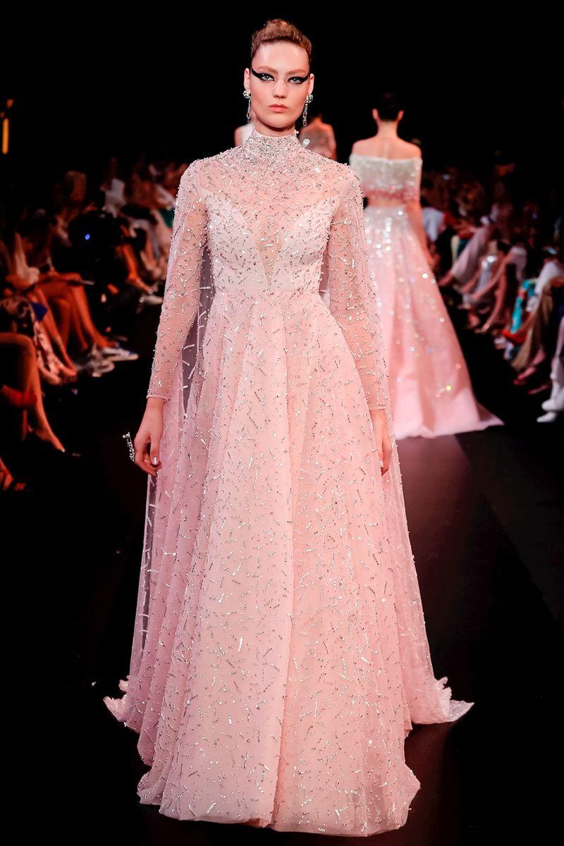 e6a8e81ef أحببنا الفساتين بالخصر العالي من توقيع جيفنشي Givenchy وجورج حبيقة Georges  Hobeika، أعتمديها لتبرزي طول القسم السفلي من قوامك.