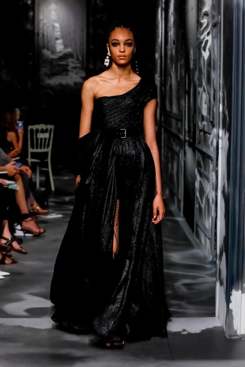 327e5d8e7 أجمل فساتين سهرة سوداء من أسبوع باريس الهوت كوتور 2020 | مجلة الجميلة