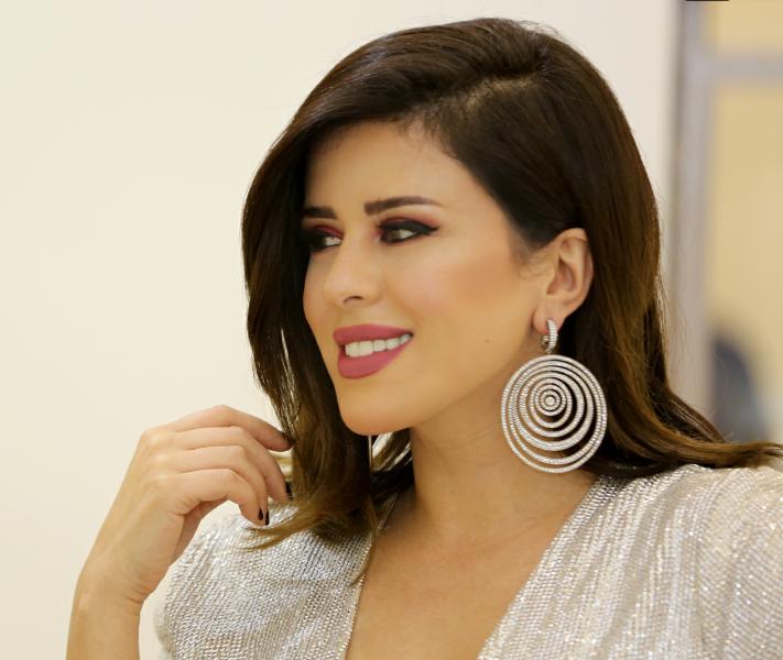 من هي نور الشيخ زوجة الاعلامي خالد الشاعر مجلة الجميلة