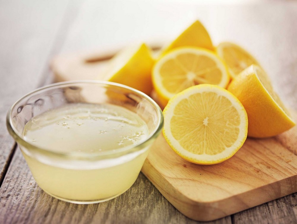 ملعقتان كبيرتان من عصير الليمون
