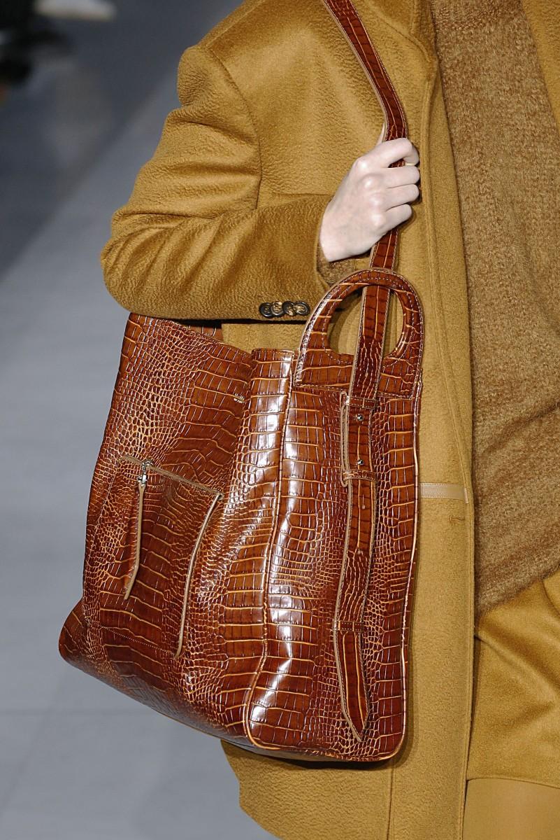 32f843ebe برزت شنط التسوق Shopper bags بمختلف أحجامها فطغت على عروض ماكس مارا Max  Mara ولانفين Lanvin، أعتمديها فقط اذا كنتِ تتمتعين بقامة ممشوقة، هذا  الستايل سيساعدك ...