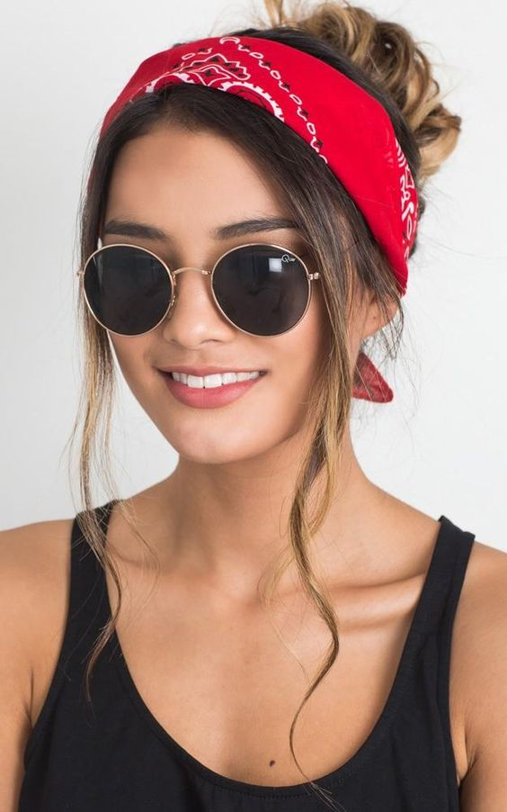 الباندانا اكسسوار شعر يزين تسريحات صيف 2019