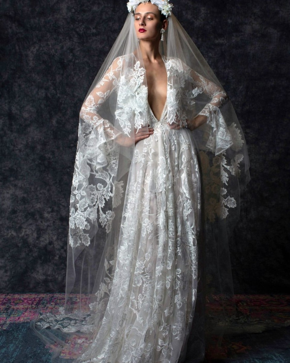 فساتين زفاف بأكمام الجرس 2020