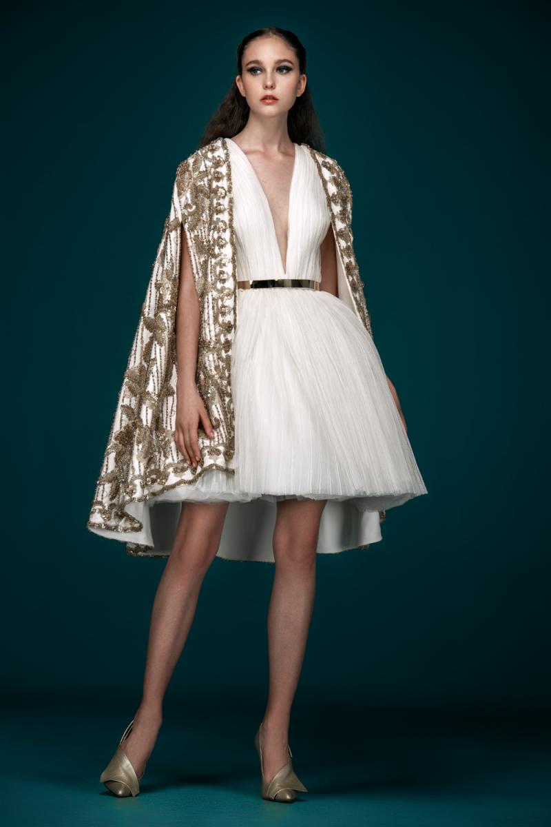 2d6c10b1ce95e من التصاميم الأنثوية المميزة التي برزت مؤخراً، الفساتين بتنانير التول  المنفوشة والقصيرة، مثل الفستان بالتنورة الوردي من Galia Lahav، والذي لفت  الأنظار ...