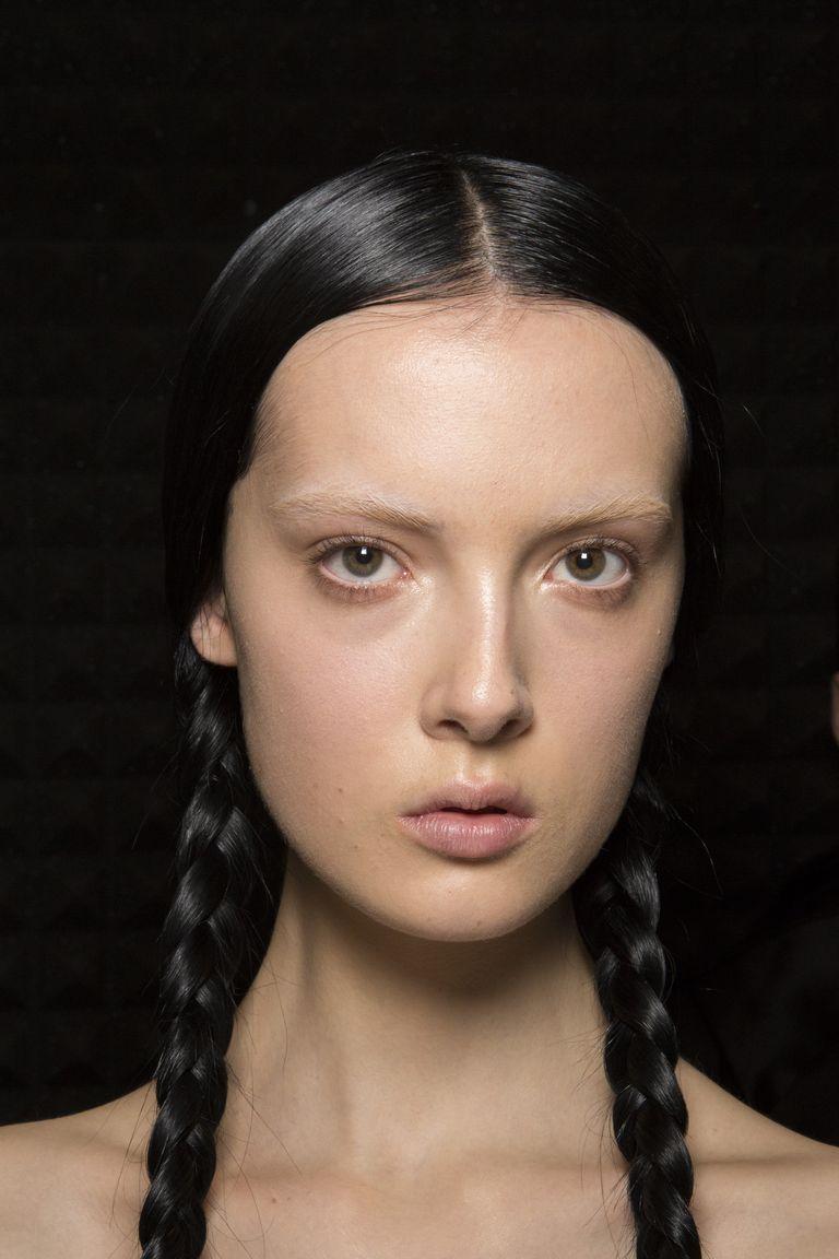 تسريحات الشعر المثبت