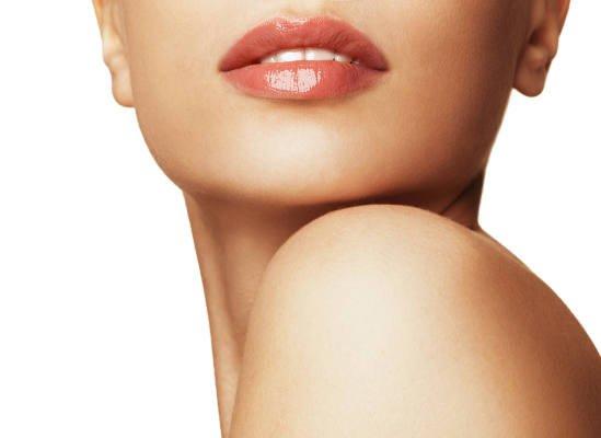 ترطيب المنطقة حول الفم بطرق طبيعيّة