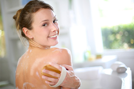 وصفات بسيطة لصنفرة الجسم قبل الاستحمام