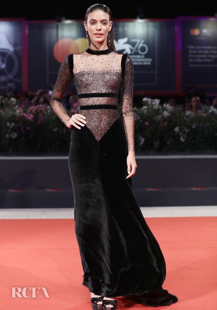 فستان من تصميم ريم عكرا